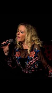 Kelly Lorraine solo vocalist this Friday at the Turfcutters Arms